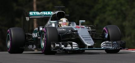 Hamilton castiga in Austria dupa un acrosaj cu Rosberg in ultimul tur