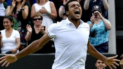 Jo-Wilfried Tsonga il invinge pe John Isner dupa cel mai lung meci de la Wimbledon