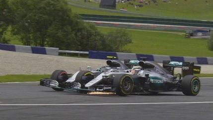 Nico Rosberg, penalizat dupa accidentul cu Lewis Hamilton din Austria