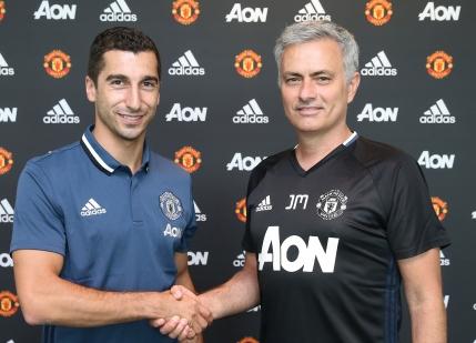 Manchester United l-a transferat pe Henrikh Mkhitaryan