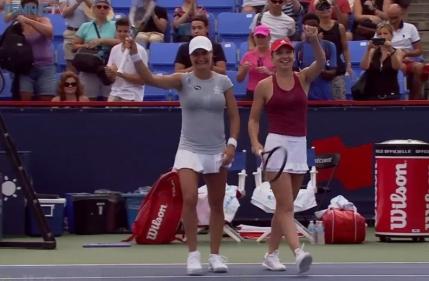 Victorie mare si calificare in semifinale la dublu pentru Simona Halep si Monica Niculescu