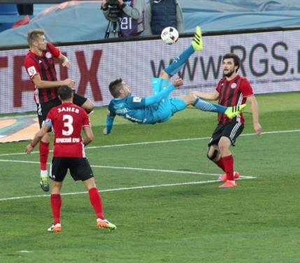 Mircea Lucescu o mentine pe Zenit in partea superioara a clasamentului din Rusia