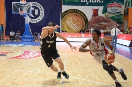 CSM Oradea si U Cluj-Napoca sunt la un pas de grupele Basketball Champions League