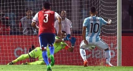 Argentina, invinsa acasa de Paraguay si trimisa pe loc de baraj