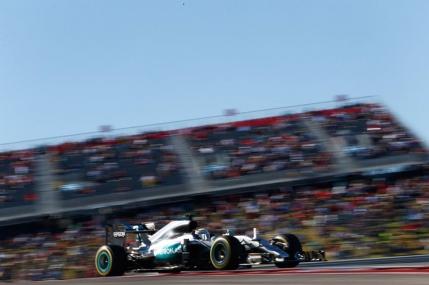 Hamilton pastreaza suspansul in Formula 1 cu pole position la Austin