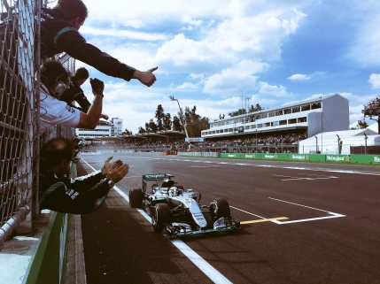 Hamilton castiga Marele Premiu al Mexicului. Titlul se joaca in ultimele doua curse
