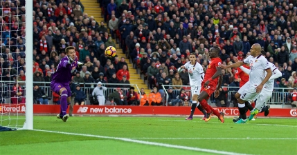 Liverpool, noul lider din Premier League. Pantilimon a luat patru de la cormorani