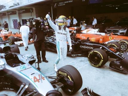 Hamilton in pole position in Marele Premiu al Braziliei