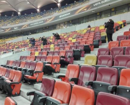 Sicriul cu trupul lui Daniel Prodan a fost depus la Arena Nationala. Fostii colegi si prieteni l-au carat pe brate