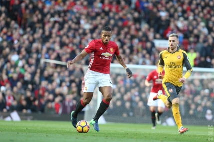 Arsenal smulge in extremis un punct cu Manchester United