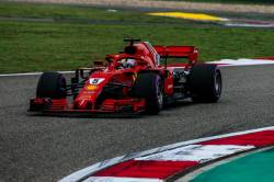 Vetttel, pole position cu record pe tur in China