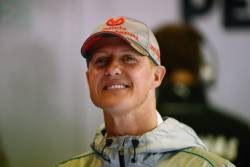 Michael Schumacher transportat la Paris pentru tratament