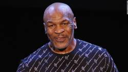 Mike Tyson revine in ring