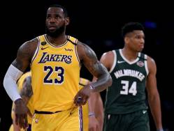 LeBron James se impune in duel cu Giannis Antetokounmpo